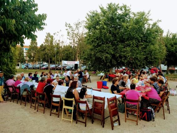 14. Cena vecinal en el Parque de las Cruces