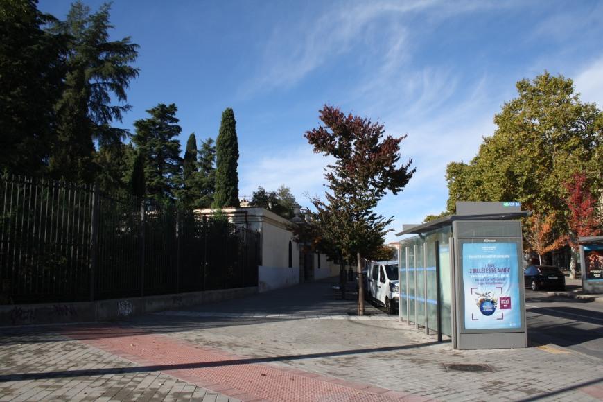 Calle Joaquín Turina a la altura del Colegio Amorós