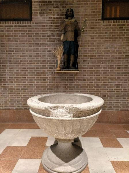 Pila bautismal del s. XVI en la Iglesia de San Pedro