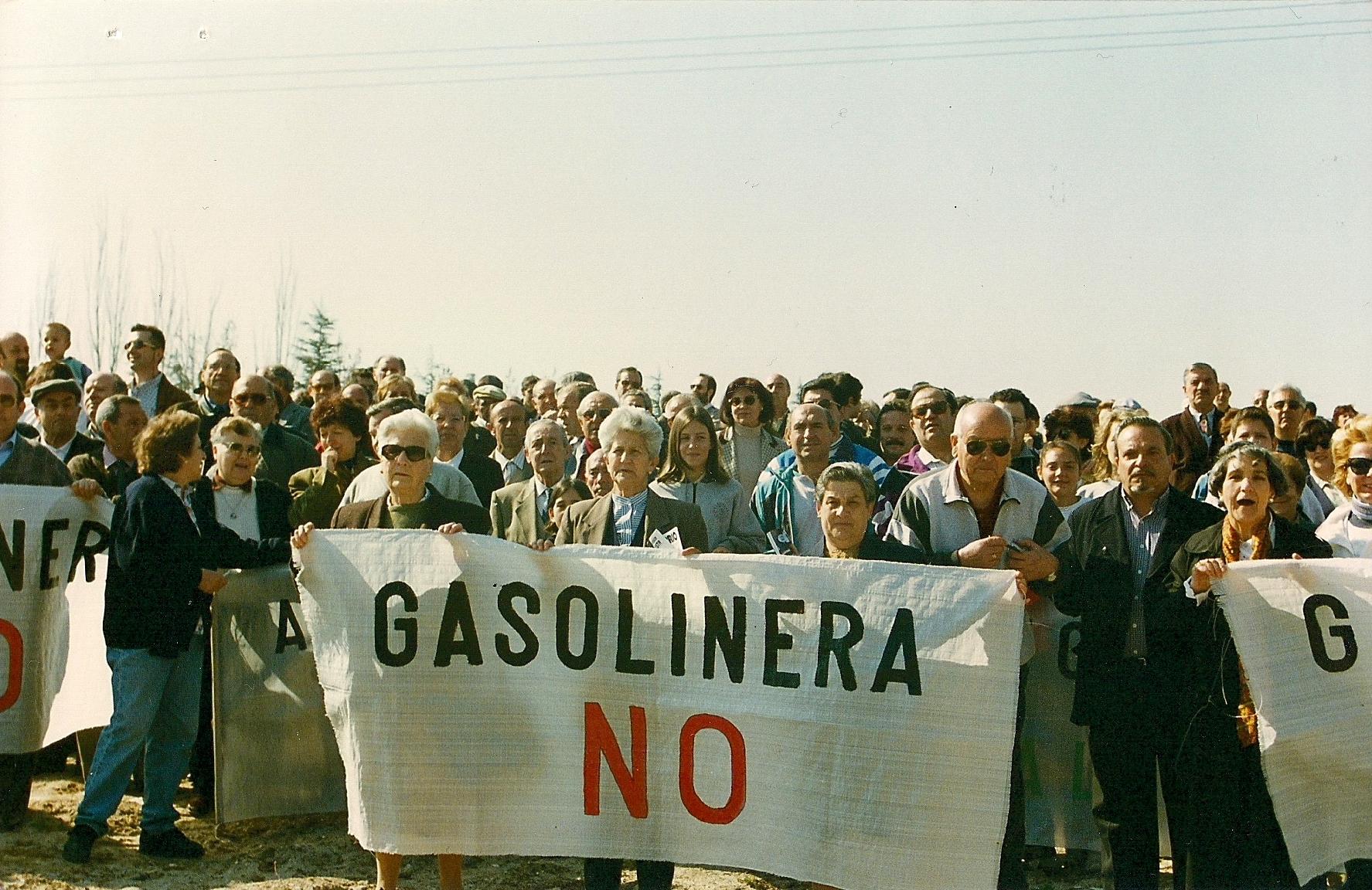 13.1 Concenttración contra gasolinera en el Parque de las Cruces (1998)